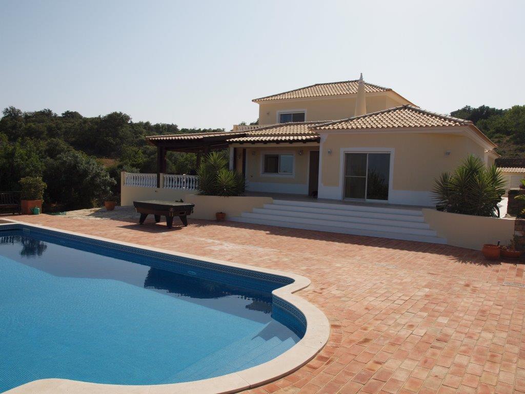 Belle villa de standing avec 4 chambres et piscine for Des belles villas