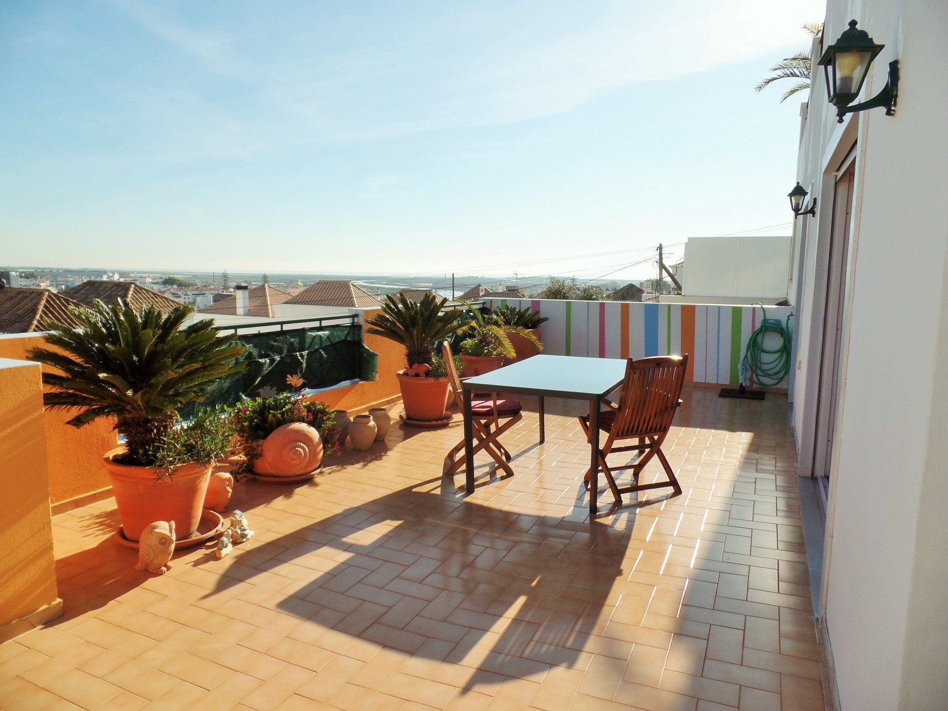 Magnifique penthouse avec terrasse et vue imprenable sur for Appartement et terrasse
