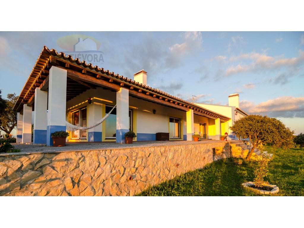 e18e51f50fead En plein coeur d Alentejo   Magnifique ferme avec maison de luxe en pleine  campagne. Une vraie perle rare !